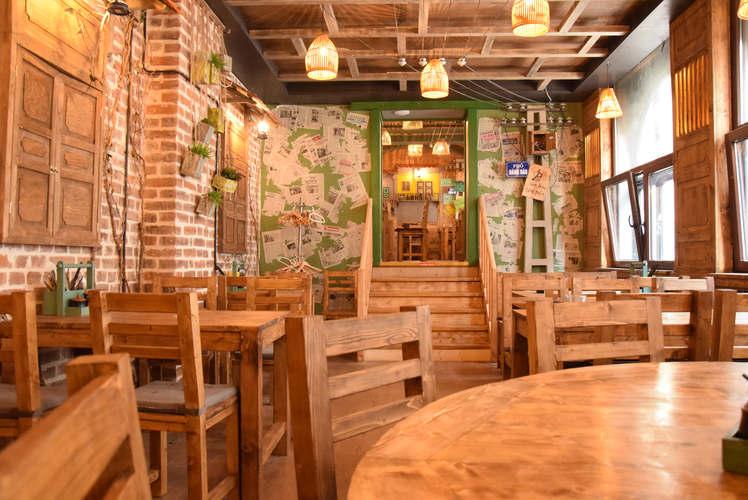Blick in einen Raum im Restaurant